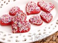Домашни медени сладки с форма на сърца и глазура със захарни перли